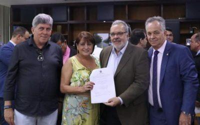 Carla Machado assina convênio com DER