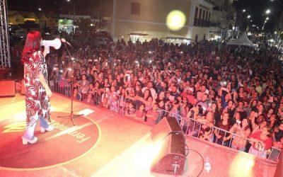 Marcha para Jesus reúne grande público ao som de Fernanda Brum em SJB