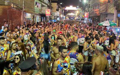 Kebretes e Tilangos arrasta multidão no carnaval de SJB
