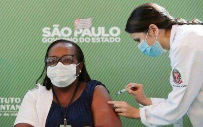 *Vídeo* – Enfermeira de São Paulo é primeira brasileira vacinada contra Covid-19