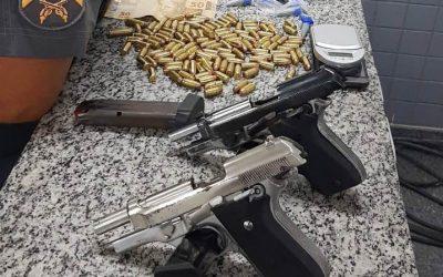 Quatro presos com duas pistolas, carregadores e drogas em SFI